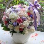 กระเช้าดอกไม้สีสันสดใส เหมาะกับทุกโอกาส