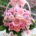 กระเช้าดอกไม้ สีชมพูสดใส เหมาะกับแสดงความยินดีกิจการใหม่ๆ