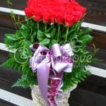 แจกันดอกกุหลาบแดง ดีไซส์ทันสมัยเก๋ๆ