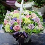 กระเช้าดอกไม้ดีไซน์เกาหลี สีสันสดใสโทน ชมพู ม่วง เขียว น่ารักดีนะคะ