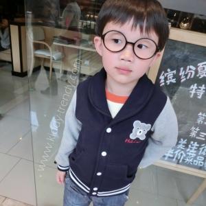 เสื้อกันหนาวเบสบอล แต่งอกเสื้อลายหมี สไตล์เกาหลี ตัวเสื้อสีนํ้าเงิน แขนสีเทา มีไซส์ 90 / 100 / 120