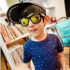 แว่นตากันแดด แฟชั่นเด็ก กรอบสีดำ เลนส์ปรอทสี ไว้เป็นพร็อพให้น้องๆถ่ายรูปเก๋ๆ มี 5 สี เลือกสีด้านในค่ะ