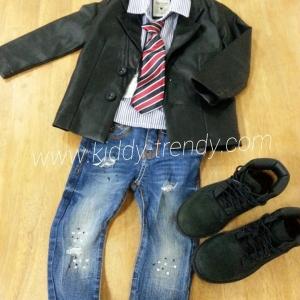 เสื้อแจ๊คเก็ตหนังสีดำ ทรงเสื้อสูท คัตติ้งดีมากๆ มีซับในงานสวยมากค่ะ ( งานแบรนด์ส่งยุโรปค่ะ ) ไซส์ 100 / 120 / 130 / 140