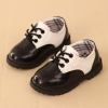 รองเท้าคัทชูเด็กผูกเชือกหนังแก้วสีขาวดำฉลุลาย สไตล์อังกฤษ Size 28-37