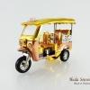 ของที่ระลึกไทย รถตุ๊กตุ๊กจำลอง สีทอง ไซส์ S วัสดุไฟเบอร์กลาส บรรจุในกล่องเรียบร้อย