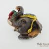 แม่เหล็กติดตู้เย็น ลวดลายช้างใช้งวงจับผลไม้ วัสดุเรซิ่น ชิ้นงานปั้มลายเนื้อนูน ลงสีสวยงาม