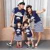 ชุดครอบครัว - เสื้อยืดแขนสั้น ชุดเดรสสีน้ำเงินกระโปรงลาย