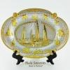 ของที่ระลึกไทย จานโชว์ ทรงวงรีใบใหญ่ ลวดลายอนุสาวรีย์ประชาธิปไตย ปั้มลายนูน วัสดุทองเหลือง