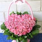 กระเช้าดอกกุหลาบชมพูรูปหัวใจ 50ดอก