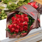 ช่อดอกกุหลาบแดงดีไซน์พิเศษ สวยทันสมัย
