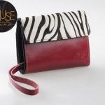 กระเป๋าตังค์แบบสั้น MUSE สีแดง งานหนังแท้ทั้งใบ แต่งฝากระเป๋าลายม้าลาย สุดเก๋