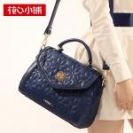 ***พร้อมส่ง - กระเป๋าแฟชั่น Axixi สีน้ำเงินเข้ม สุดคลาสสิค ปักเดินเส้นดอกไม้ทั้งใบ ทรงสวยดีไซน์เก๋ สวยสุดมั่น เหมาะกับสาว ๆ ที่ชอบกระเป๋าคุณภาพ งานเนี้ยบสวยมากค่ะ