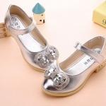 รองเท้าคัชชูเด็กหญิงสีเงิน ประดับโบว์เพชร