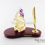 ของที่ระลึก ช้างทรงเครื่องเรซิ่น ที่เสียบปากกา รูปช้างชูธงชาติไทย สินค้าพร้อมส่ง