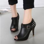 รองเท้าส้นสูงสีดำ