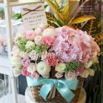 กระเช้าดอกไม้สีพาสเทล แทนคำขอคุณ