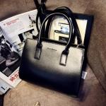 [ พร้อมส่ง ] - กระเป๋าแฟชั่น นำเข้าสไตล์เกาหลี สีดำคลาสสิค ใบกลาง ดีไซน์สวยเก๋ๆ เหมาะสำหรับทุกโอกาสการใช้งาน สาวๆ ห้ามพลาดค่ะ