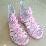 รองเท้าสาน บู๊ทสั้น เด็กหญิง สีชมพูคาดสายเงินโปร่งโชว์เท้า ประดับดอกไม้ Size 32 - 36