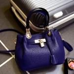 [ พร้อมส่ง ] - กระเป๋าแฟชั่น นำเข้าสไตล์เกาหลี สีน้ำเงิน ฉลุ H ดีไซน์แบรนด์ดัง สวยเก๋ งานหนังคุณภาพ สาวๆ ห้ามพลาดค่ะ สำเนา