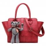 [ พร้อมส่ง ] - กระเป๋าแฟชั่น กระเป๋าถือ&สะพาย สีแดงโดดเด่น ใบกลางๆ เย็บตาราง ดีไซน์สวยเรียบหรู ดูดี งานหนังคุณภาพดี มีสายสะพายยาว