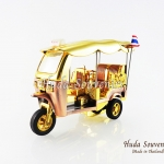 ของที่ระลึก รถตุ๊กตุ๊กจำลอง สีทอง ไซส์ใหญ่ (L) สินค้าบรรจุในกล่องมาให้เรียบร้อย สินค้าพร้อมส่ง