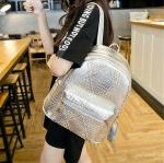 [ พร้อมส่ง ] - กระเป๋าเป้แฟชั่น นำเข้าสไตล์เกาหลี สีเงินเมทาลิค ปักหมุดสุดเท่ ดีไซน์สวยเก๋ไม่ซ้ำใคร เหมาะกับสาว ๆ ที่ชอบกระเป๋าเป้ น้ำหนักเบามากๆค่ะ