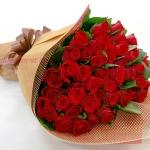 ช่อดอกกุหลาบแดงใหญ่ สวยสด กุหลาบนอก