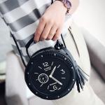 [ พร้อมส่ง ] - กระเป๋าแฟชั่น ถือ&สะพาย สีดำคลาสสิค พิมพ์ลายเหมือนนาฬิกา ทรงกลมดีไซน์สวยเก๋แปลกไม่เหมือนใคร ขนาดกระทัดรัด พกพาสะดวก
