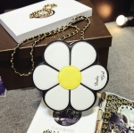 [ พร้อมส่ง ] - กระเป๋าแฟชั่น กระเป๋าสะพาย นำเข้าสไตล์เกาหลี ทรงรูปดอกไม้สีขาว ดีไซน์สวยเก๋น่ารัก โดดเด่นแปลกสวยไม่เหมือนใคร สาวๆชอบงานโดดเด่น ห้ามพลาด
