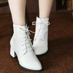 รองเท้าบู๊ทสั้นสีขาว Size 35-39