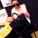 [ พร้อมส่ง ] - กระเป๋าแฟชั่น นำเข้าสไตล์เกาหลี สีดำคลาสสิค โดดเด่นด้วยดีไซน์แบรนด์ดัง สวยเรียบหรู งานหนังคุณภาพ สาวๆ ห้ามพลาดค่ะ