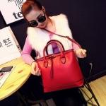 [ พร้อมส่ง ] - กระเป๋าแฟชั่น นำเข้าสไตล์เกาหลี สีแดงเข้ม โดดเด่นด้วยดีไซน์แบรนด์ดัง สวยเรียบหรู งานหนังคุณภาพ สาวๆ ห้ามพลาดค่ะ