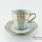 ของที่ระลึก แก้วกาแฟเบญจรงค์ ทรงเหลี่ยมลวดลายโบตั๋น ลายทองขาว เคลือบเงา