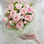 ช่อดอกไม้สีชมพู แบบพันก้าน สำหรับบอกรัก