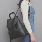 [ พร้อมส่ง ] - กระเป๋าเป้แฟชั่น สีดำคลาสสิค ดีไซน์สวยเก๋เท่ๆ โดดเด่นไปกับดีไซน์ไม่ซ้ำแบบใคร ที่สาวๆ ไม่ควรพลาด