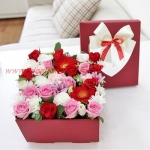กล่องดอกไม้สุดเซอร์ไพร์ส สีชมพูแดง