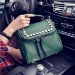 [ พร้อมส่ง ] - กระเป๋าแฟชั่น นำเข้าสไตล์เกาหลี สีเขียวเข้มสวย ปักหมุดขอบ ทรง Retro เก๋ๆ ดีไซน์สวยเท่ๆ แบบเก๋มากๆ เหมาะสำหรับสาวๆ ชอบงานดีไซน์ ล้ำๆ