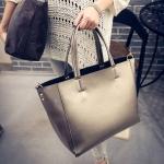 [ พร้อมส่ง ] - กระเป๋าแฟชั่น นำเข้าสไตล์เกาหลี สีทองเมทาลิคเงา สวยสุดหรู สไตล์แบรนด์ดังทรง Shopping ใบใหญ่ มาพร้อม กระเป๋าลูก 1 ใบ เหมาะกับทุกโอกาสการใช้งานค่ะ