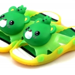 รองเท้าแตะเด็ก มีไฟส้นเท้า หมีสีเขียวบีบหัวมีเสียง Size 24-29