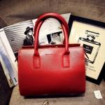 [ พร้อมส่ง ] - กระเป๋าแฟชั่น นำเข้าสไตล์เกาหลี สีแดงเข้ม ใบกลาง ดีไซน์สวยเก๋ๆ เหมาะสำหรับทุกโอกาสการใช้งาน สาวๆ ห้ามพลาดค่ะ