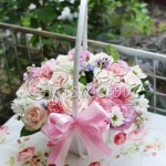 กระเช้าดอกไม้สีชมพูหวานๆ ให้ผู้หลักผู้ใหญ่ก็เหมาะนะค่ะ