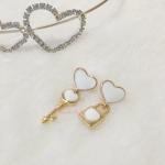 ต่างหูกุญแจไขหัวใจ สีขาว (Key of Heart)