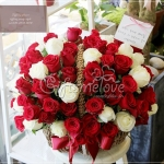 กระเช้าดอกไม้โทนสีแดง เหมาะสำหรับทุกโอกาส