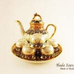 ของที่ระลึก ชุดน้ำชาเบญจรงค์ กาเชอรี่ขนาดกลาง ลวดลายเบญจรงค์ครึ่งใบเนื้อนูน ผิวเคลือบมุขมันเงา