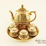 ของขวัญปีใหม่ให้ผู้ใหญ่ ชุดน้ำชาเบญจรงค์ ขนาดกลาง ทรงดอกบัว ลายพิกุลเนื้อนูนเคลือบเงา