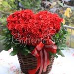 กระเช้ากุหลาบแดง ทรงหัวใจ 99ดอก สุดเซอร์ไพรส์