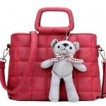 [ พร้อมส่ง ] - กระเป๋าแฟชั่น กระเป๋าถือ&สะพาย สีแดงโดดเด่น ใบกลางๆ เย็บตาราง ดีไซน์สวยเก๋ งานหนังคุณภาพดี มีสายสะพายยาว