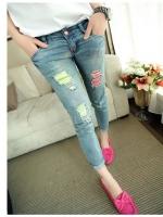 (Pre-order)กางเกงยีนส์สีฟอก เอวต่ำ กระดุมหน้า ขา 9 ส่วน ผ้ายืดนิดหน่อย