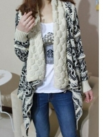 (Pre-order)เสื้อคลุมไหมพรมถักเส้นใหญ่ กันหนาว New Sweet winter สีขาว-ดำ