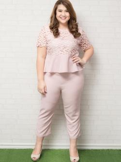 Set 2 ชิ้น เสื้อแขนสั้นแต่งฉลุลายสีชมพู + กางเกง